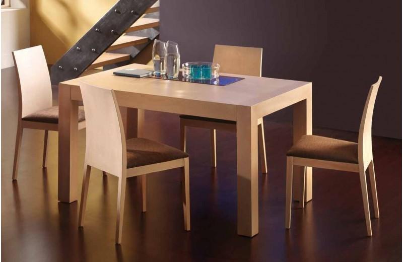 Mesas y sillas modernas, del fabricante Pérez E Hijos